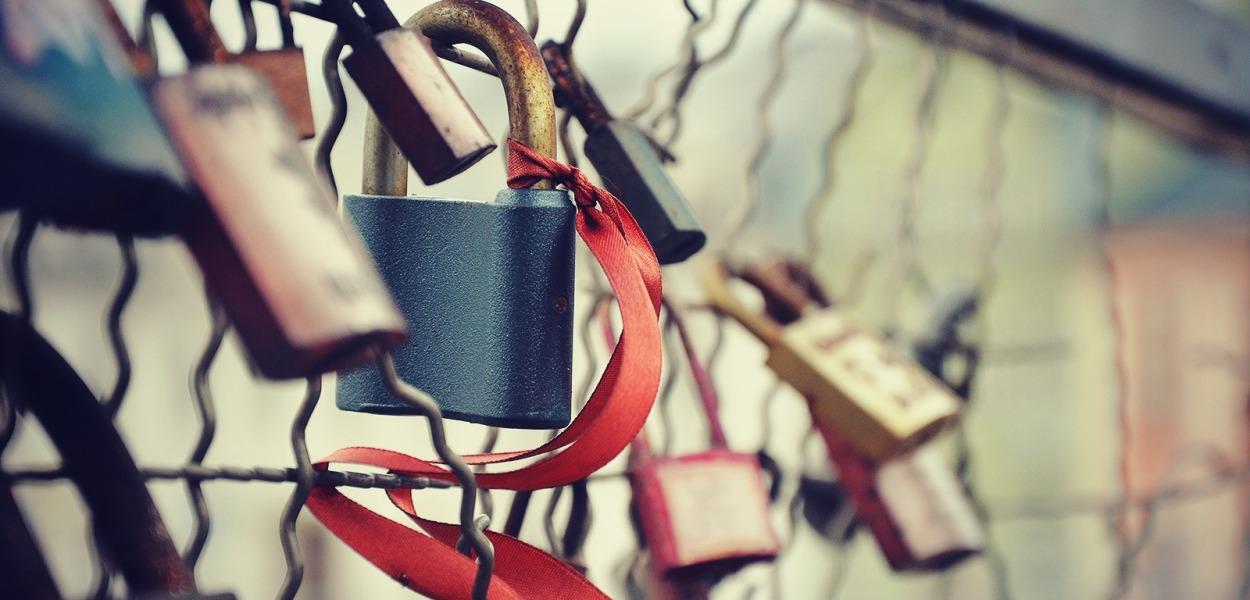 cadenas lock bridge ruban love