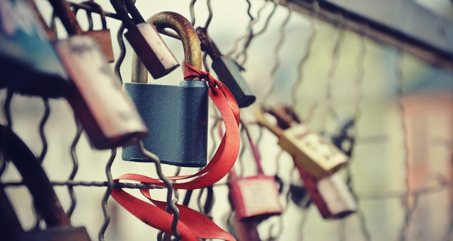 cadenas lock bridge ruban love