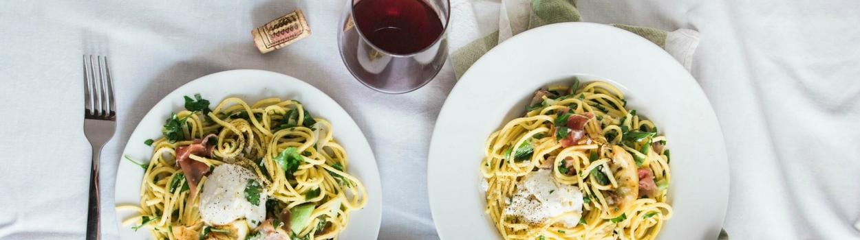 spaghetti et vin rouge